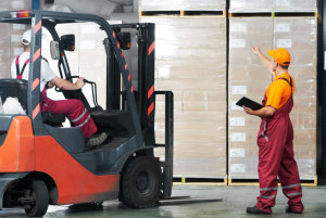 warehouse works (forklift and workers)